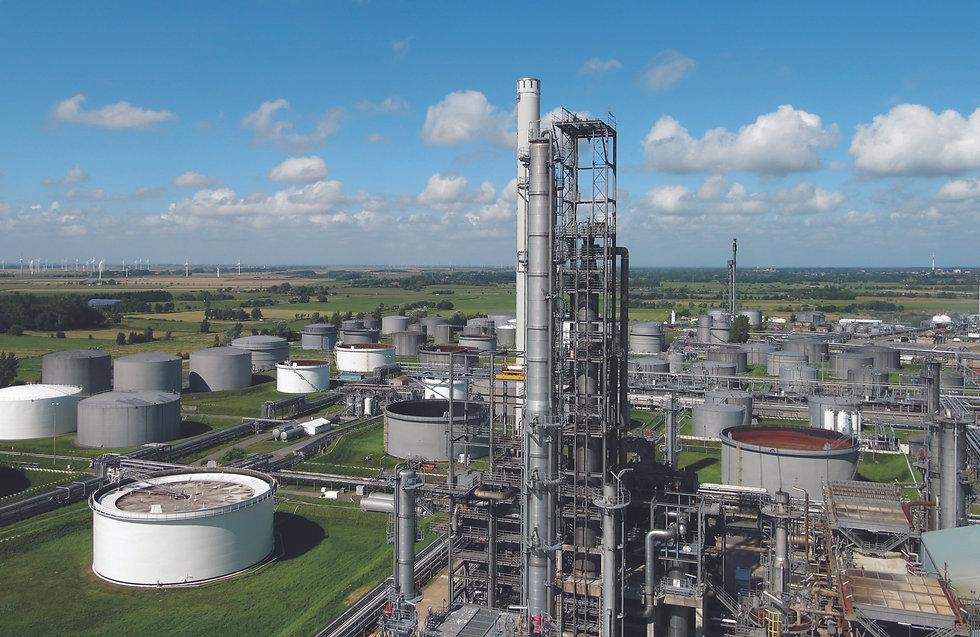 Raffinerie Heide_1_© Ingo Barenschee  Raffinerie Heide.jpg