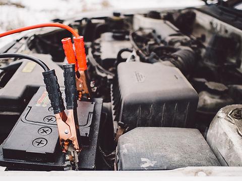 Batterij van de auto en startkabels
