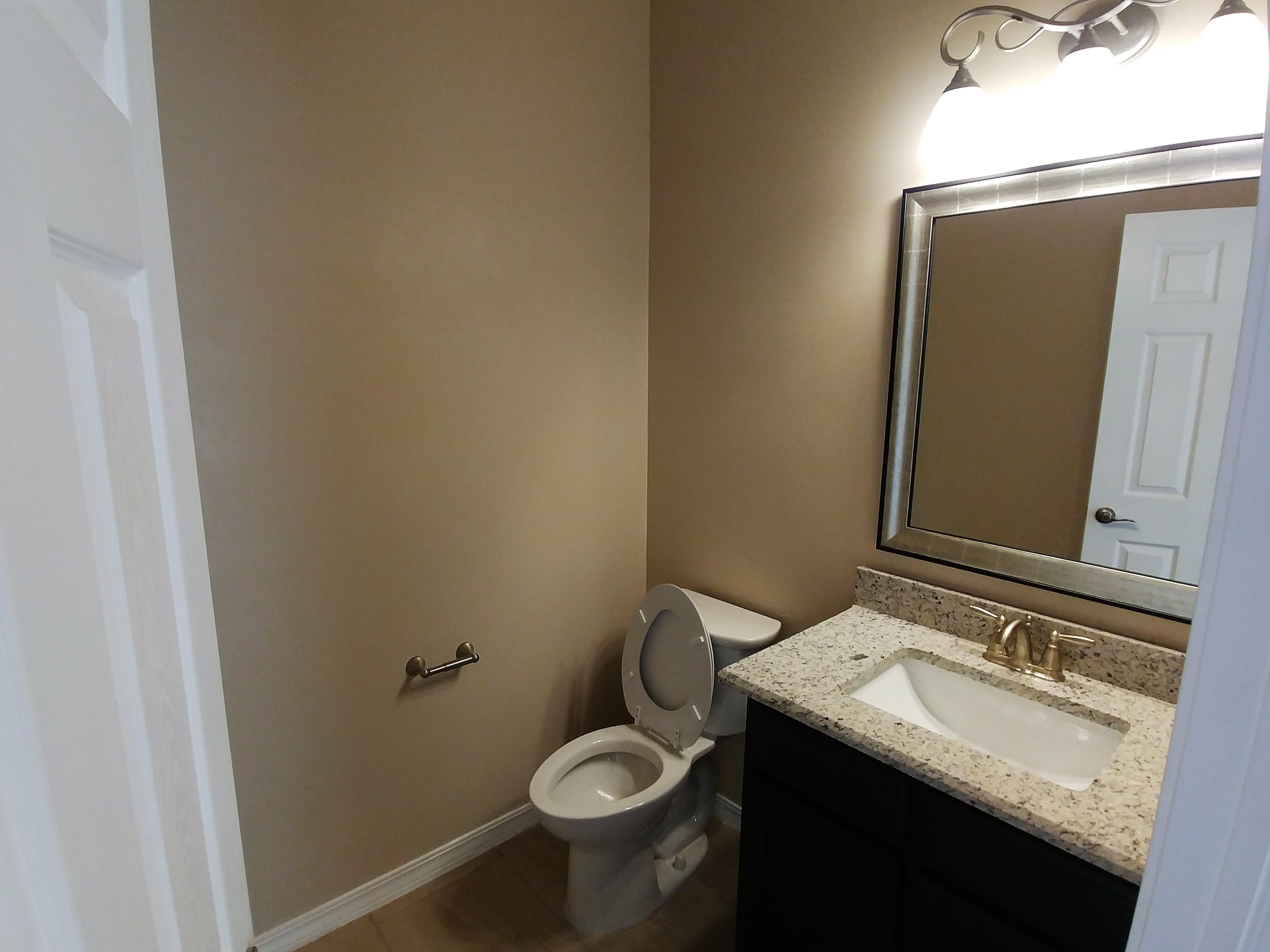 2050 Floor Plan - Hall Bath