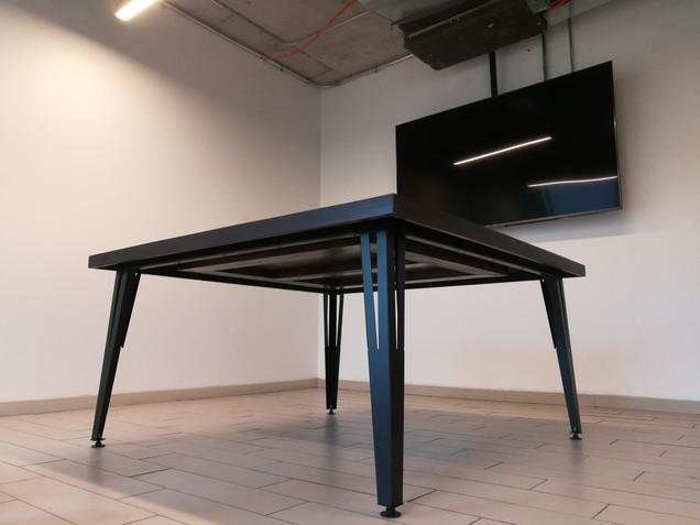 Mesa cuadrada negra