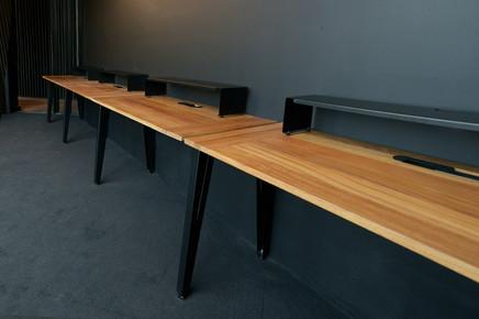 Estaciones tipo bench con sobrecubiertas