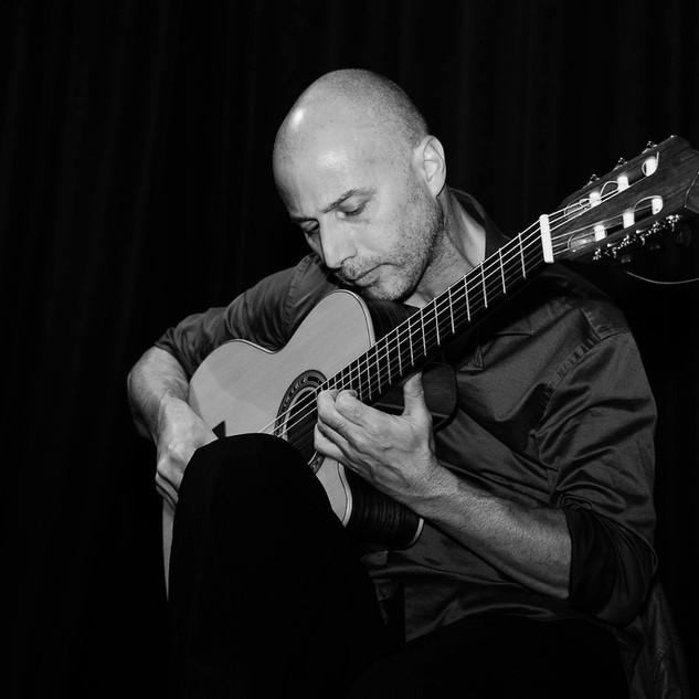 guillermo_guitar_2.jpg