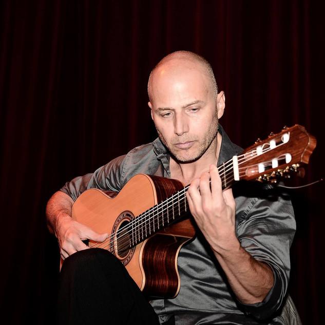 guillermo_guitar_4.jpg