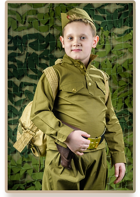 Если вы пригласили  профессионального фотографа в детский сад , он может осуществить не только фотосъемку на выпускной, но и костюмированную сюжетную фотосъемку. Пример костюмированной фотосъемки на военную тематику представлен на данном фото.