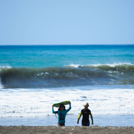 Learn to Surf in Cambutal