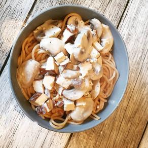 Pasta mit Ragout aus Räuchertofu und Champions, vegan oder vegetarisch