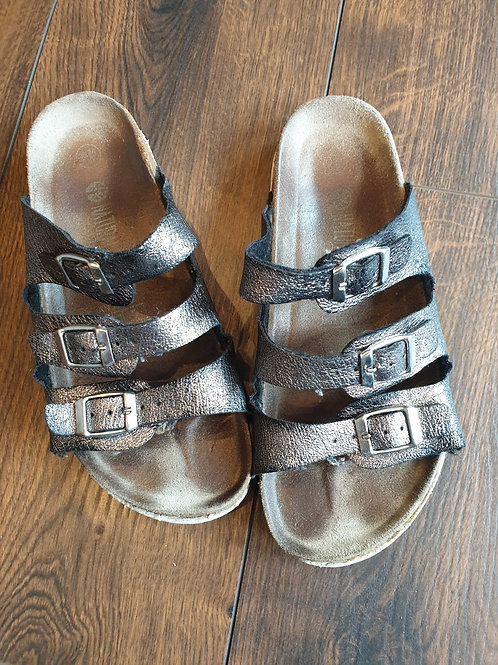 Getragene Sandalen