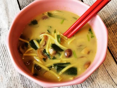 Kokos-Curry Suppe mit Nudeln