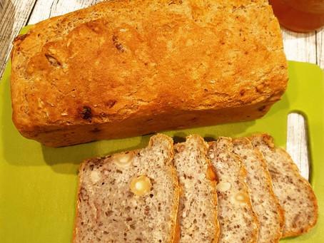 Dinkel-Hafer Brot mit Macadamianüssen und Pecannüssen