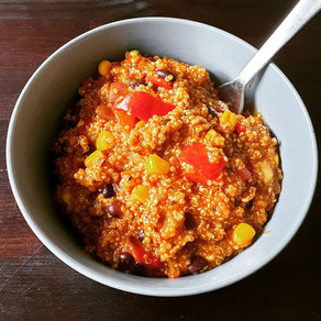 Mexikanische Quinoa Pfanne mit Tatar und Gemüse