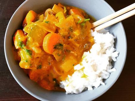 Veganes Curry mit Kürbis und Zucchini