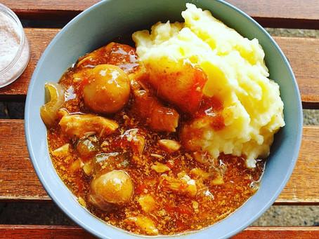 Hähnchengullasch aus dem Slowcooker mit Kartoffelpüree