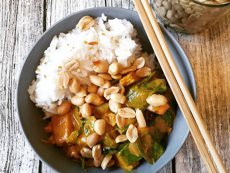 Veganes Curry mit Pak Choi, Zuckerschoten und Tofu