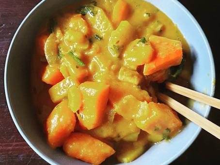 Veganes Kürbis Curry mit Tofu und Kartoffeln in Cashewsoße