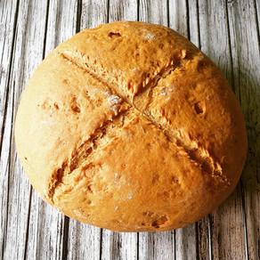 Roggen Sauerteig wird zu Brot mit Dinkel
