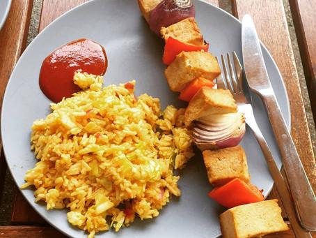 Vegane Tofu Grillspieße mit Asia Reissalat
