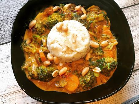 Jackfruit Curry mit Low Carb Blumenkohlreis