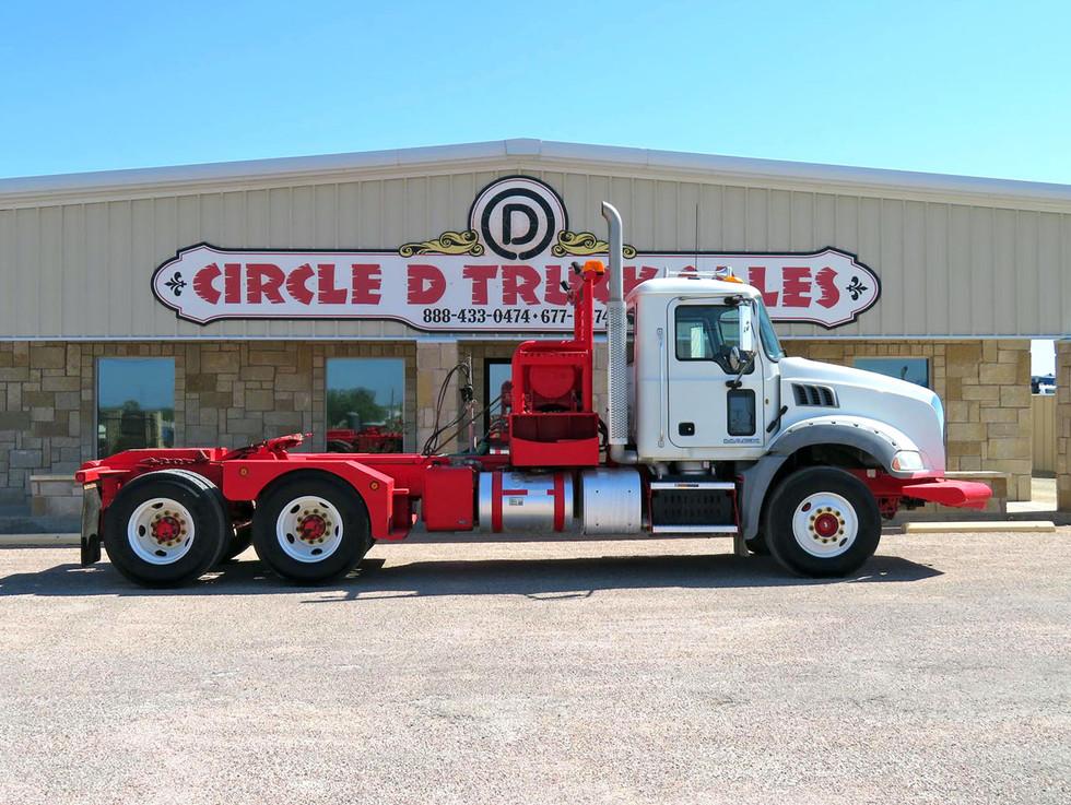 2013 Mack Winch Truck 1.jpg