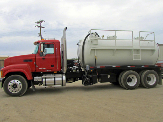80 bbl vac with side ladder 2.JPG