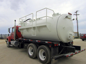 80 bbl vac with side ladder 3.JPG