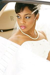 wedding picture, bride in rolls royce