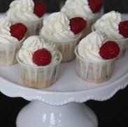 Minicupcakes mit Himbeeren