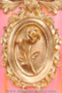 Gold oval frame with rose in gumpaste