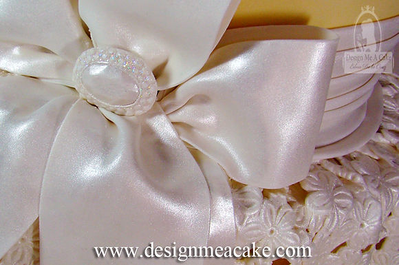 Pearly gumpaste bow
