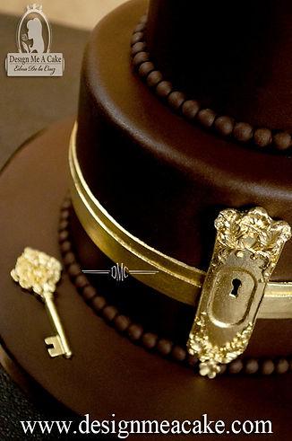 Key hole cake design