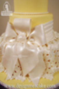 Bow and lace cake decoration