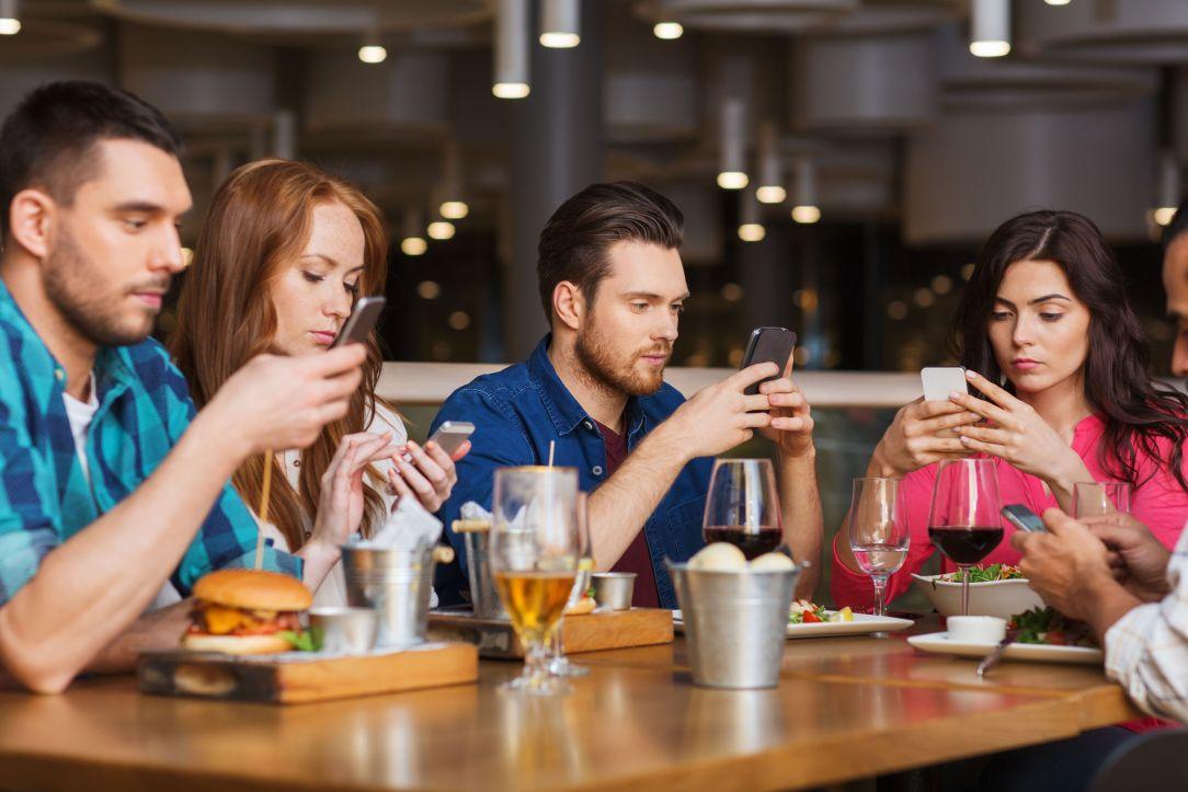 El celular es el cigarrillo de nuestra era, y es igual de difícil de dejar