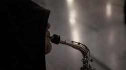 saxophone_man_face_lips_trumpet_101144_1280x720