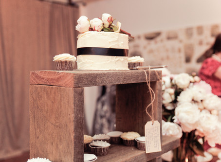 HAND CRAFTED CAKE STAND