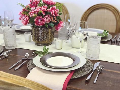 FARM TABLE VS 8FT BANQUET TABLE