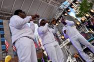 Boyz II Men perform.jpg