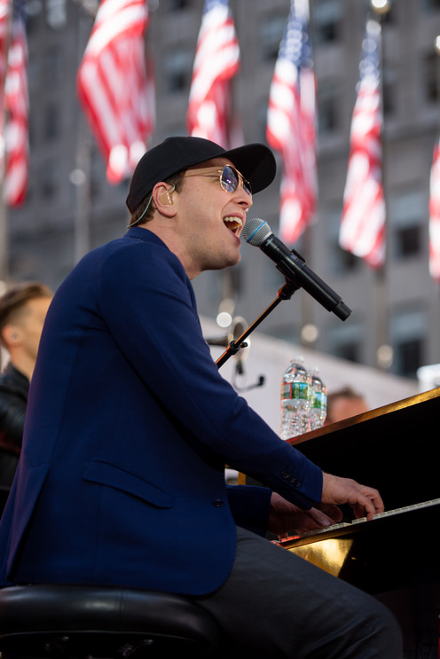 Gavin DeGraw performs at Side By Side.jp