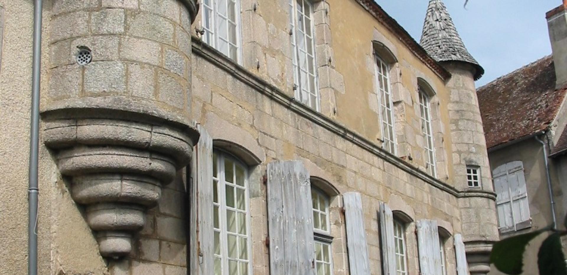 maison-a-tourelles-boussac-creuseot-bous
