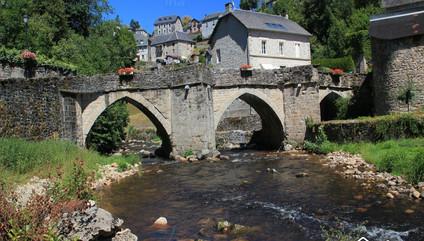 Royere-de-vassiviere-Pont-medieval-sur-l