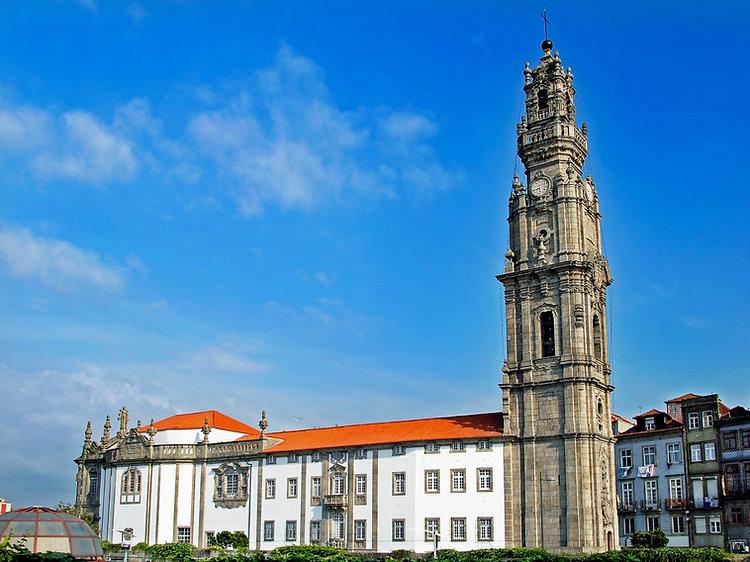 Vitoria-Igreja_e_Torre_dos_Clérigos_(1)_