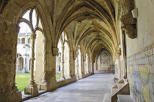 06_Mosteiro_de_Santa_Cruz_claustros.jpg