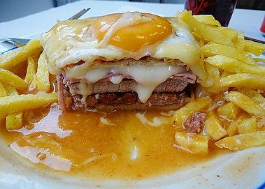 Gastronomia_Porto_francesinha_1.jpg