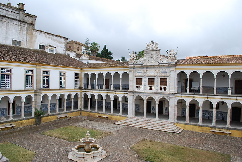 Universidade_de_Évora_-_Claustro_geral_d