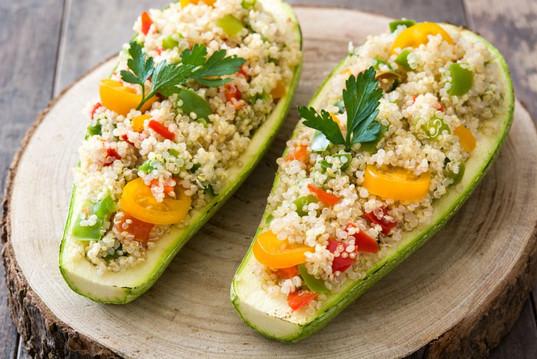 Calabacitas rellenas de quinoa