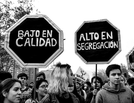 """Las 6 grandes deudas sociales por las que muchos chilenos dicen sentirse """"abusados"""""""