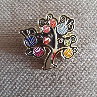 Wool tree pin