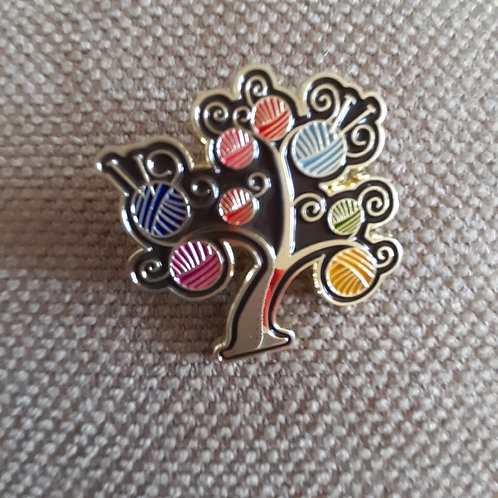Wool tree pin