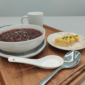 Black Rice Red Bean Porridge with Tamagoyaki