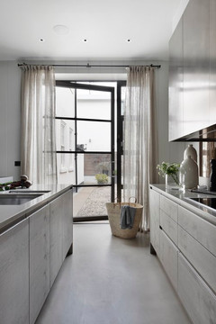 Curtains and pole - Pat Giddens Ltd Interior Designer - Studio Duggan Photographer - Alex James