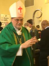 Biskop Anders välsignar