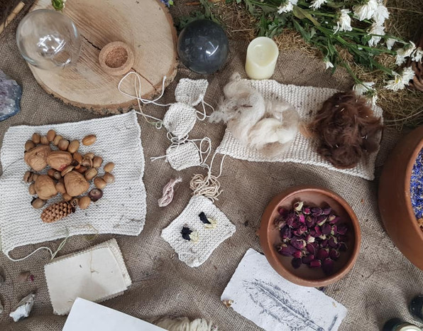 Collection of objects: Wool, dogs fur, nuts, acorns, cotton knittings